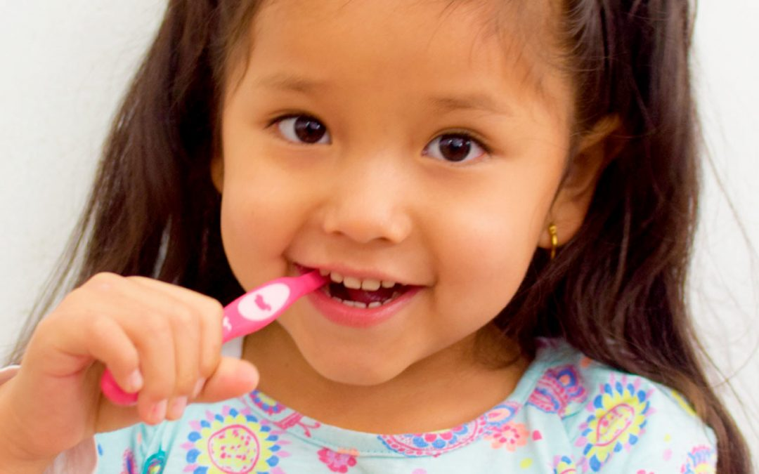 Limpieza dental a un niño?.